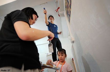 Volunteers lend a hand to the needy in Chai Chee