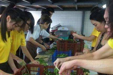 More students pitch in for volunteer work