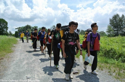 Secondary school students help raise 65,000 bowls of rice to benefit 1,040 needy families