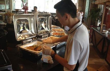 Feeding the needy Food outlets step up to the plate